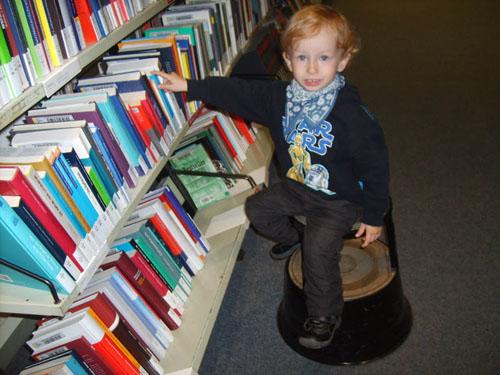 antos w bibliotece2