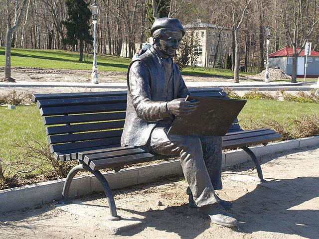 640px-Monument_of_Antoni_Suchanek_Gdynia