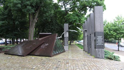 KUBICKI poznan pomnik fragm 2