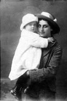 Malgorzata_Hrebnicka_z_corka_Julia_Petersburg_ok_1916