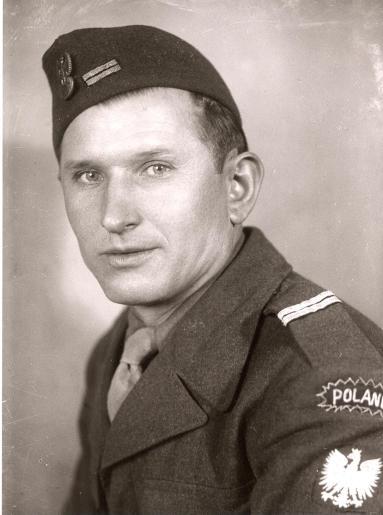 Polski wartownik w mundurze z poczÄ tku istnienia OddziaŠów Wartowniczych